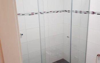 Vrata za tuš kabino – vse, kar je potrebno vedeti o njih